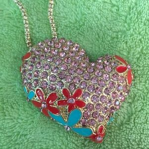 Gorgeous ❤️ flower 🌺 necklace/broach